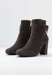 Carvela Comfort - RHONA - Korte laarzen - grey - 4
