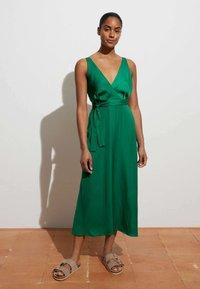 OYSHO - Denní šaty - evergreen - 2
