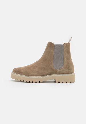 LOGAN RAI - Kotníkové boty - clay