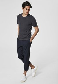 Selected Homme - SHDTHEPERFECT - T-paita - anthracite - 1