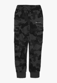 Champion - AMERICAN CLASSICS MAXI LOGO CUFF CARGO PANT - Verryttelyhousut - dark grey/black - 0