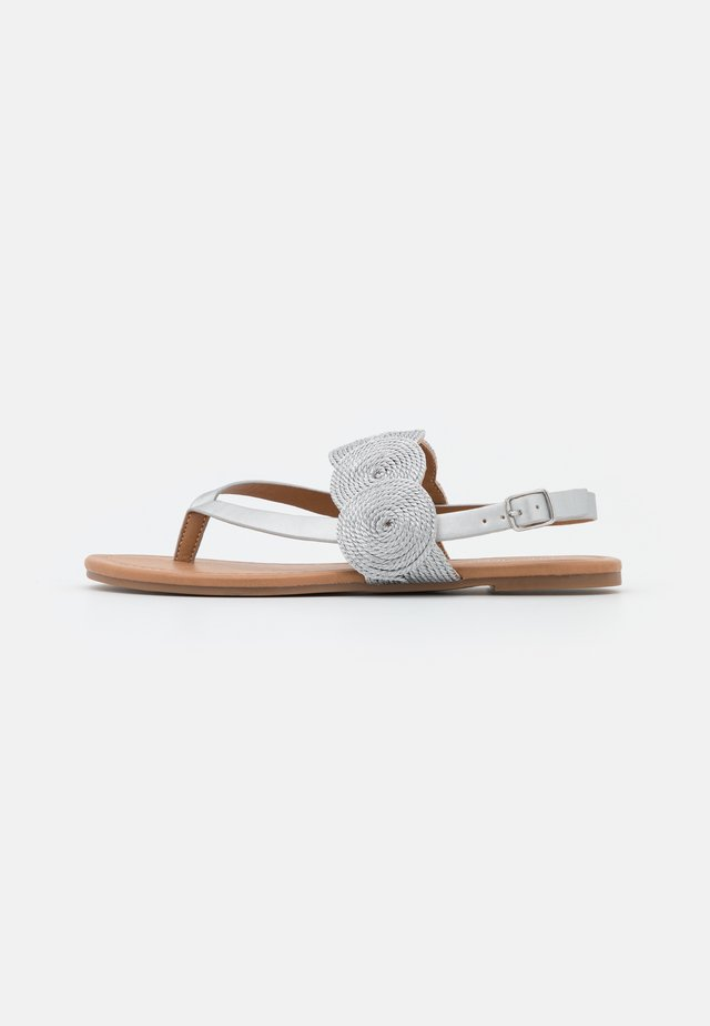 Sandály s odděleným palcem - silver