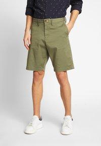 GANT - RELAXED - Shorts - deep lichen green - 0