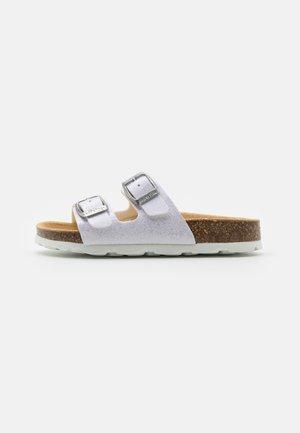 FUSSBETTPANTOFFEL - Domácí obuv - weiß