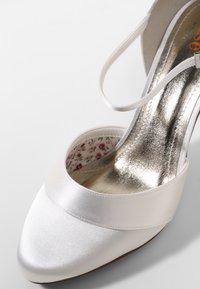 Elsa Coloured Shoes - RAINBOW CLUB PASSIONBERRY - Bridal shoes - ivory - 6