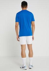 Umbro - Sportovní kraťasy - white - 2