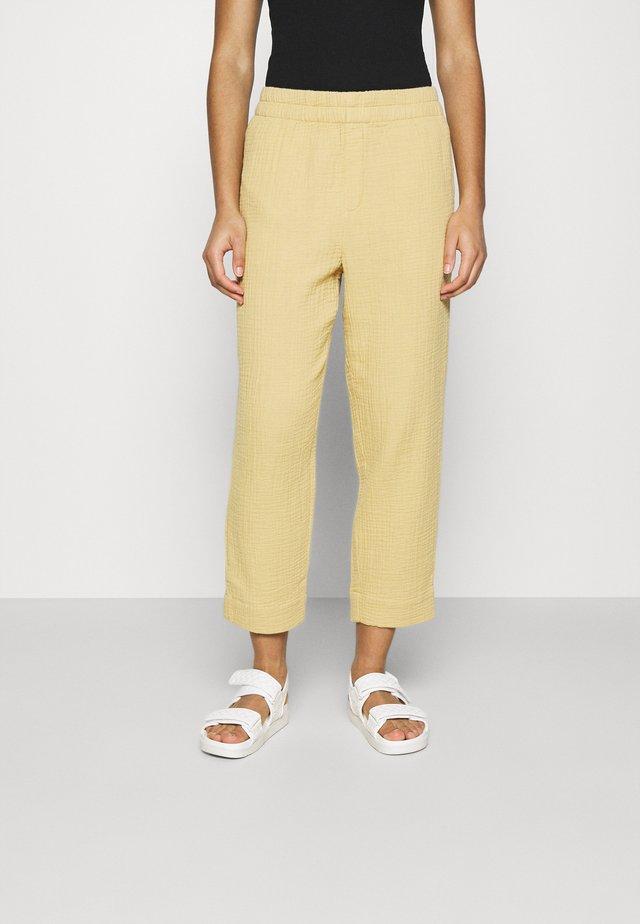 TAPERED HUSTON - Pantalon classique - desert dune