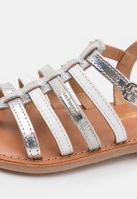 Les Tropéziennes par M Belarbi - HIRSON - T-bar sandals - argent/multicolor - 5