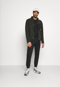 Redefined Rebel - TURNA JACKET - Fleecejacka - rosin - 1