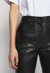 Victoria Victoria Beckham - DRAINPIPE TROUSER - Pantalon en cuir - black - 4
