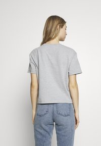 Tommy Jeans - BADGE TEE - T-shirt basic - lt grey - 2