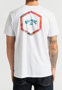 Billabong - ACCESS - Print T-shirt - white - 2