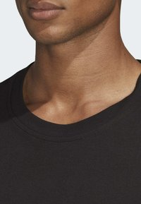 adidas Originals - TREFOIL EVOLUTION T-SHIRT - Print T-shirt - black - 4