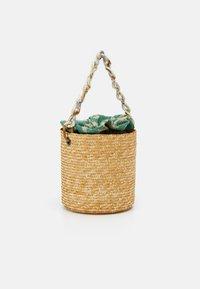 Hermina Athens - BASKET BROCADE MARBLE CHAIN - Handtasche - natural/green - 1