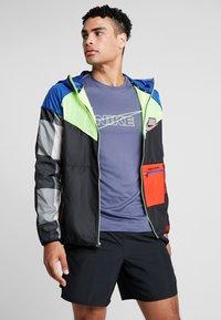 Nike Performance - WILD RUN - Chaqueta de deporte - game royal/black/volt/reflective silver - 0