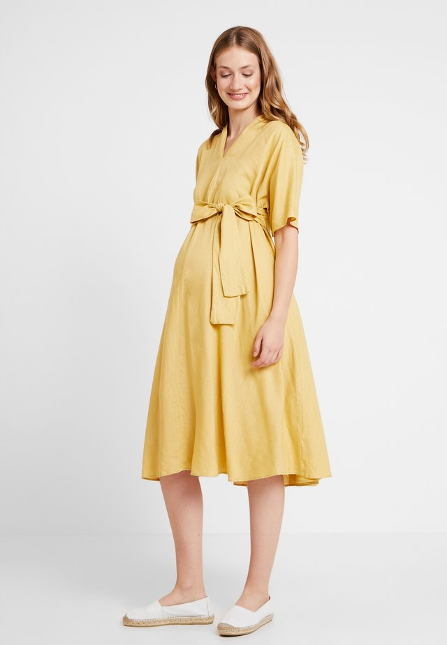 LOOK SHORT SLEEVE MIDI DRESS - Korte jurk - yellow