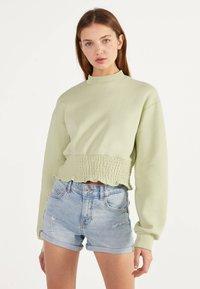 Bershka - DENIM-SHORTS MIT SAUMAUFSCHLAG 02596211 - Denim shorts - blue - 0