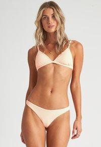 Billabong - UNDER THE SUN - Bikini top - neon peach - 0