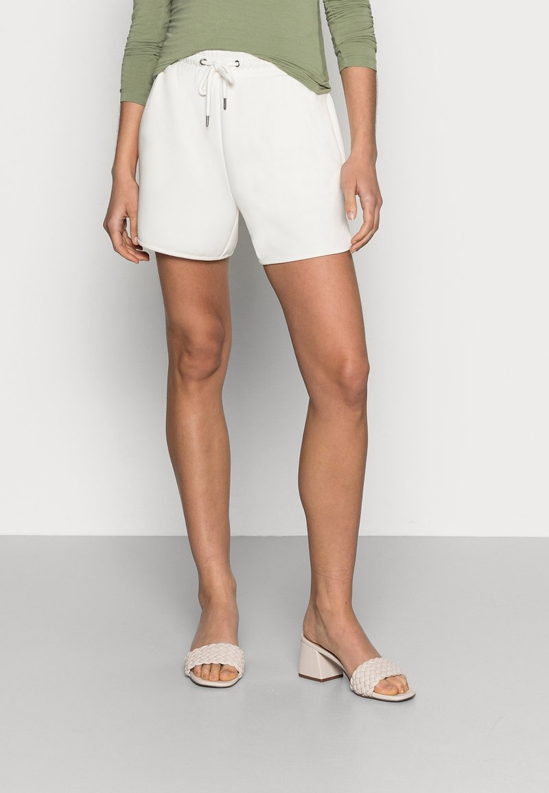 Moss Copenhagen - TERISA MERLA - Shorts - egret