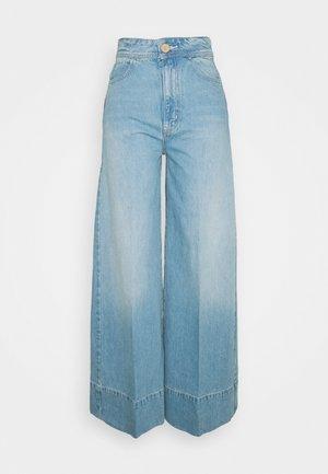 TALIA TROUSER - Flared Jeans - bright blue