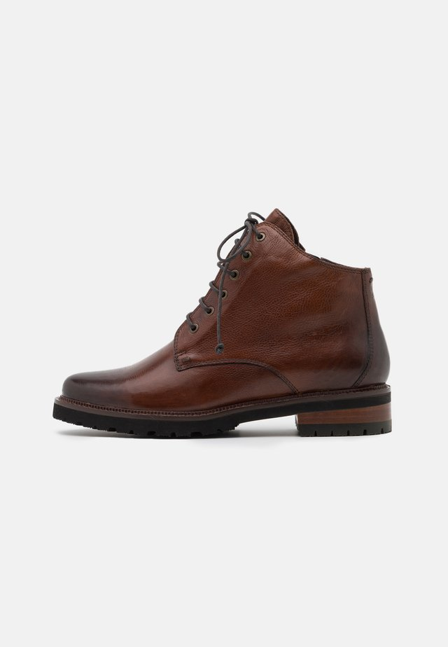 NELLY - Botines con cordones - gianduia