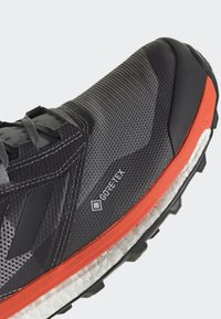 adidas Performance - TERREX AGRAVIC XT GORE TEX TRAIL RUNNING SHOES - Obuwie do biegania Szlak - grey - 7