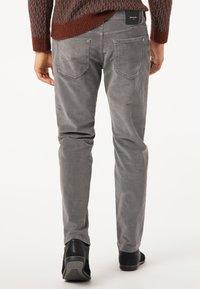 Pierre Cardin - Trousers - grau - 2