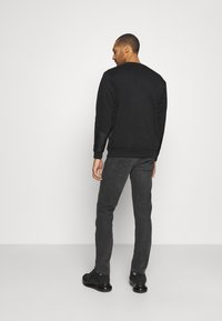 Wrangler - GREENSBORO - Jeans straight leg - blackstrap - 2