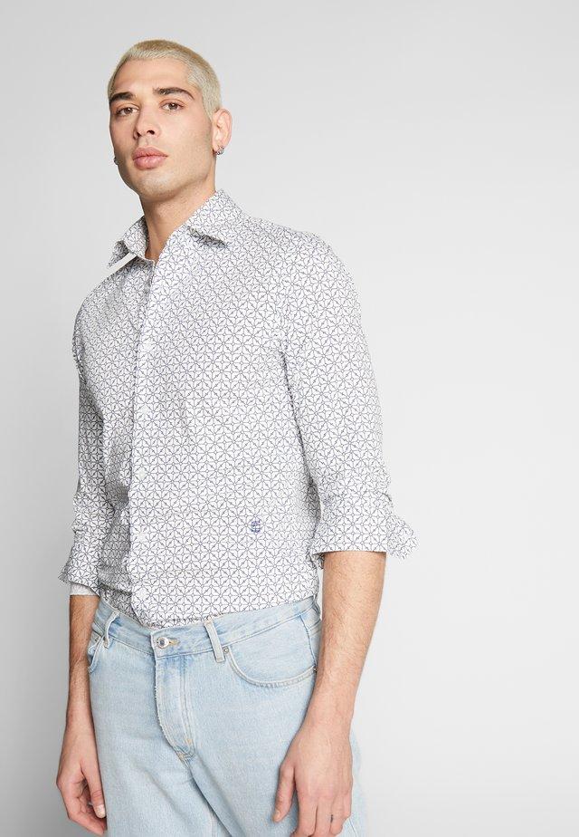CORE SUPER SLIM SHIRT L\S - Shirt - milk/imperial blue