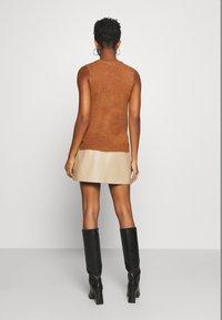 JDY - JDYELANOR VEST - Toppi - leather brown - 2