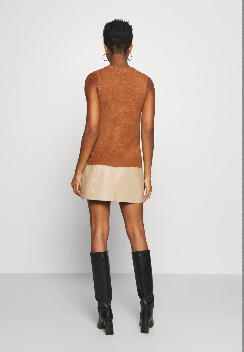 JDY JDYELANOR VEST - Top - leather brown/hellbraun lganBW