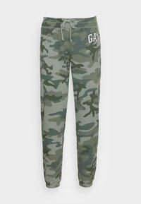 FASH  - Teplákové kalhoty - green camo