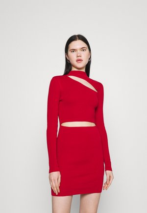 MINI DRESS HIGH NECK CUTOUT CHEST - Vestido de tubo - red
