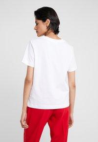Love Moschino - GLITTER LIP - Print T-shirt - optical white - 2