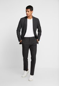 Calvin Klein Tailored - GRID CLASSIC SUIT - Suit - black - 1
