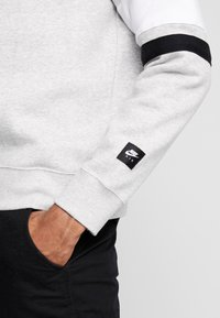 Nike Sportswear - AIR CREW  - Sweatshirts - grey heather/white/black - 5