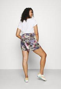 Nike Sportswear - Shorts - ironstone/black - 2