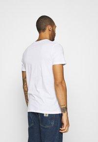 Jack & Jones - JJMOON TEE CREW NECK - Print T-shirt - white - 2