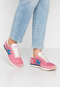 New Balance - WL720 - Matalavartiset tennarit - purple - 0