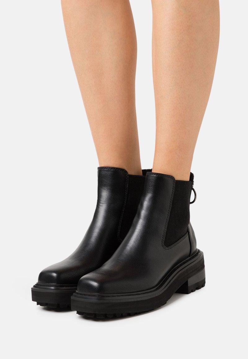 Buffalo - QUINTIA - Platform ankle boots - black
