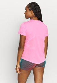 Nike Performance - MILER V NECK - T-Shirt print - pink glow/silver - 2