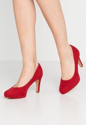 Zapatos altos - red
