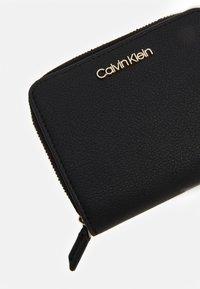 Calvin Klein - WALLET FLAP  - Lommebok - black - 4