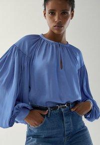 Massimo Dutti - MIT RAFFUNGEN - Blouse - light blue - 0