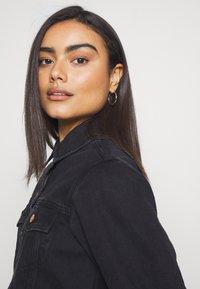 New Look Petite - MISSY CROP JACKET - Denim jacket - black - 3