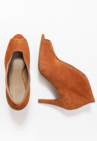 Toral - High heeled ankle boots - cognac - 3