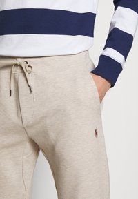 Polo Ralph Lauren - Tracksuit bottoms - expedition dune - 4