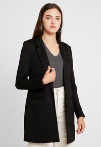 Vero Moda - VMJANEY LONG - Cappotto corto - black/solid - 0