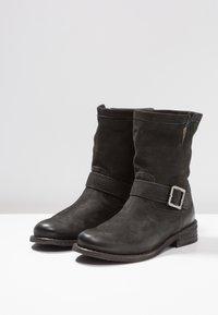 Felmini - GREDO - Cowboy/biker ankle boot - pacific black - 4