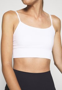 ARKET - Light support sports bra - white light - 5